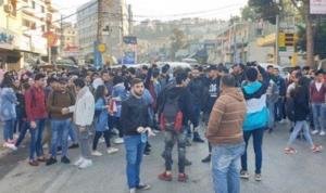 حلبا تنتفض… مسيرة طالبية وإقفال مراكز رسمية (بالصور)