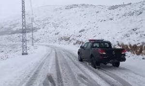 بالفيديو: الثلوج تغمر طريق عيون السيمان – حدث بعلبك