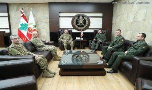 قائد الجيش عرض مع الملحق العسكري الروسي علاقات التعاون