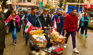في صيدا… مسيرة لمساعدة الفقراء والمحتاجين