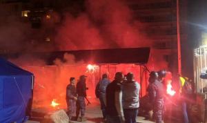 بالفيديو: إحراق خيمة the hub في ساحة الشهداء