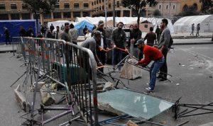 الناشطون يتصدون لمحاولة قوى الأمن فتح الطريق وسط بيروت