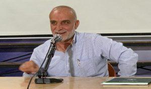 محتجون يتعرضون لرئيس بلدية بعلبك بشعارات مسيئة