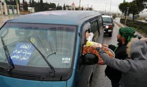 توزيع حلوى على اوتوستراد بعلبك – رياق احتفاء بالرد الإيراني