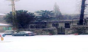 الثلوج أقفلت طرق الشوف الاعلى وعطلت المدارس