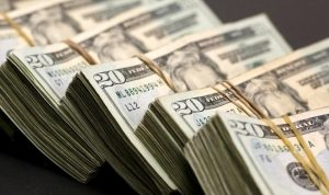 الدولار لدى الصرّافين يصل الى الـ3000 ليرة!