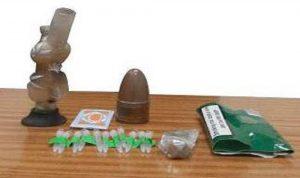 مروجا مخدرات ومطلوب للقضاء في قبضة مكافحة المخدرات