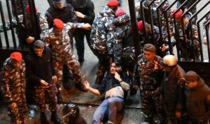 """""""معركة تحرير"""" رهائن ثكنة الحلو: عنف القوى الأمنيّة… بغطاء سياسيّ ودوليّ!"""