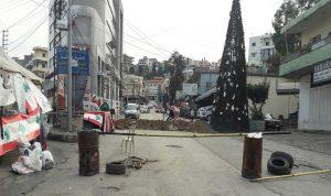 قطع طريق عام حلبا