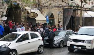 بالصور: الطلاب يُقفلون محال الصيرفة في جونيه