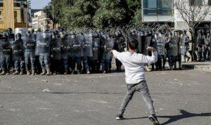 محاصرة المحتجين للمعابر تدفع النواب للعبور سراً إلى البرلمان