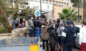 محتجون اغلقوا شركة كهرباء صيدا اعتراضا على التقنين