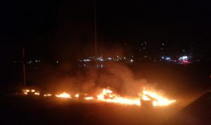 قطع الطريق البحرية في صيدا تضامنًا مع متظاهري بيروت