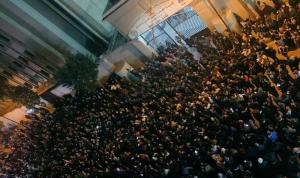بالفيديو والصور: توتر أمام ثكنة الحلو… جرحى واعتقالات!