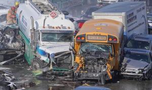بالصور: تصادم مروع بين 200 مركبة في مونتريال!