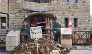 عمال بلدية دبين أقفلوا مداخلها مطالبين بمستحقاتهم
