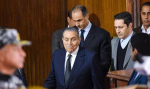 بالفيديو: لماذا بكى حسني مبارك أمام الكاميرات؟
