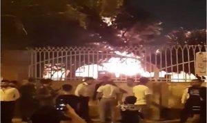 في إيران.. إحراق مستشفى بعد نقل مصابين بكورونا إليه (فيديو)