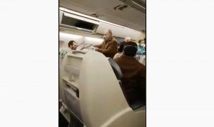 بالفيديو- فريق طبي يكشف على ركاب الطائرة الآتية من قم الايرانية