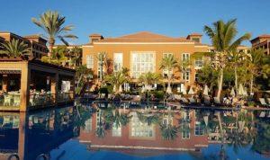 عزل مئات السيّاح في فندق بإسبانيا جراء كورونا