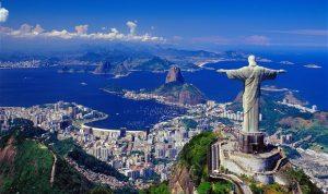 إضاءة تمثال المسيح في ريو دي جانيرو بأعلام البلدان الموبوءة