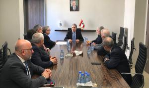 وزني بحث مع جمعية الصناعيين في مطالب القطاع