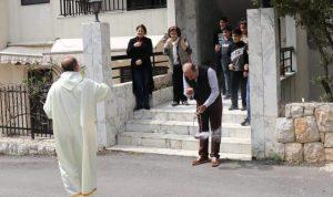 الصلوات من الكنائس الى شوارع الرعية (فيديو)