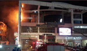 حريق في أحد المباني على اوتوستراد الزوق