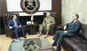 قائد الجيش عرض الأوضاع مع وزير الاتصالات
