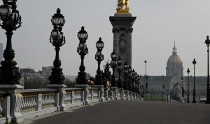 """بالصور: قلب باريس """"بلا نبض"""".. ووسط نيويورك موحش!"""