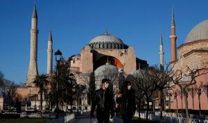 تركيا تعيد فتح المطاعم والمتنزهات وإلغاء قيود السفر المفروضة