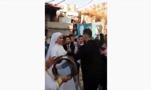 """رغم """"كورونا""""… حفل زفاف في الشارع عند مفترق مخيم صبرا (فيديو)"""