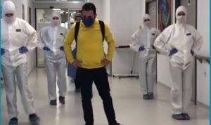 في تركيا.. طاقم طبي يودّع مريض تعافى من كورونا برقصة (فيديو)
