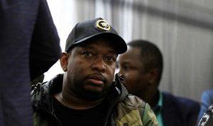 حاكم نيروبي يوزّع الكونياك مجاناً لقتل كورونا… وكينيا تنتقده
