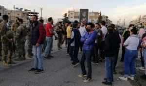 قطع الطريق في دورس احتجاجًا على ارتفاع سعر الدولار