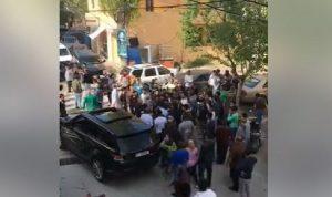 بالفيديو: إطلاق نار وقذائف في بدنايل… والسبب؟