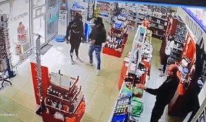 بالفيديو: سرقة صيدلية في الشويفات