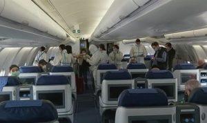"""بالفيديو: طائرة """"الميدل إيست"""" تقلّ لبنانيين من باريس"""