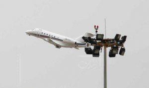 كيف ومتى وصلت 13 طائرة خاصة خِلسةً إلى المطار؟