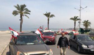 مسيرة سيارة في صور احتجاجًا على تردي الأوضاع