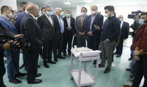 """مستشفى الحريري تسلّم """"روبوت"""" من طلاب اللبنانية"""