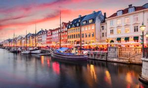 الدنمارك تسمح للعشاق بعبور حدودها ولكن بشرط!
