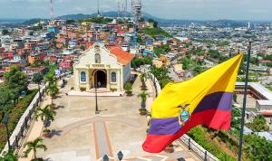 مصرع 12 شخصا بينهم 6 أطفال بانقلاب حافلة في الإكوادور