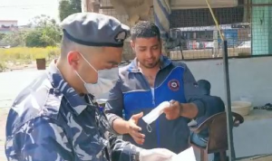 """""""قوى الأمن"""" وزّعت كمامات للمواطنين في قرى عكارية"""