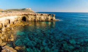 إعادة فتح المعابر بين شطري قبرص جزئيا في حزيران