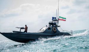 الحرس الثوري الإيراني يتسلم 112 زورقا حربيا قاذفا للصواريخ