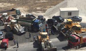 اعتصام لأصحاب الشاحنات والكسارات في ميدون البقاعية