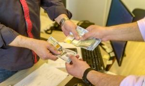 الحكومة أمام تحدّي الدولار الاثنين فهل تنجح؟
