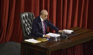 رئيس البرلمان اللبناني يعتبر «الرابح خاسراً» في المواجهة بين عون ودياب