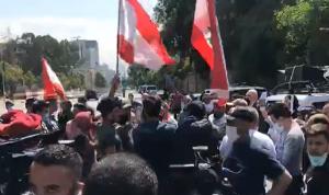 اعتصام للناجحين في امتحانات مجلس الخدمة على طريق بعبدا